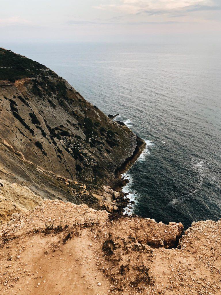 Scogliera e oceano portogallo