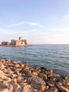 Castello sul mare, spiaggia in calabria