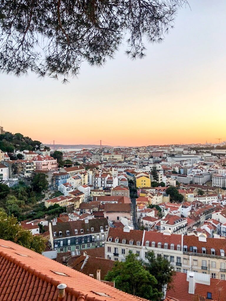 Tramonto a Lisbona da miradouro da graca