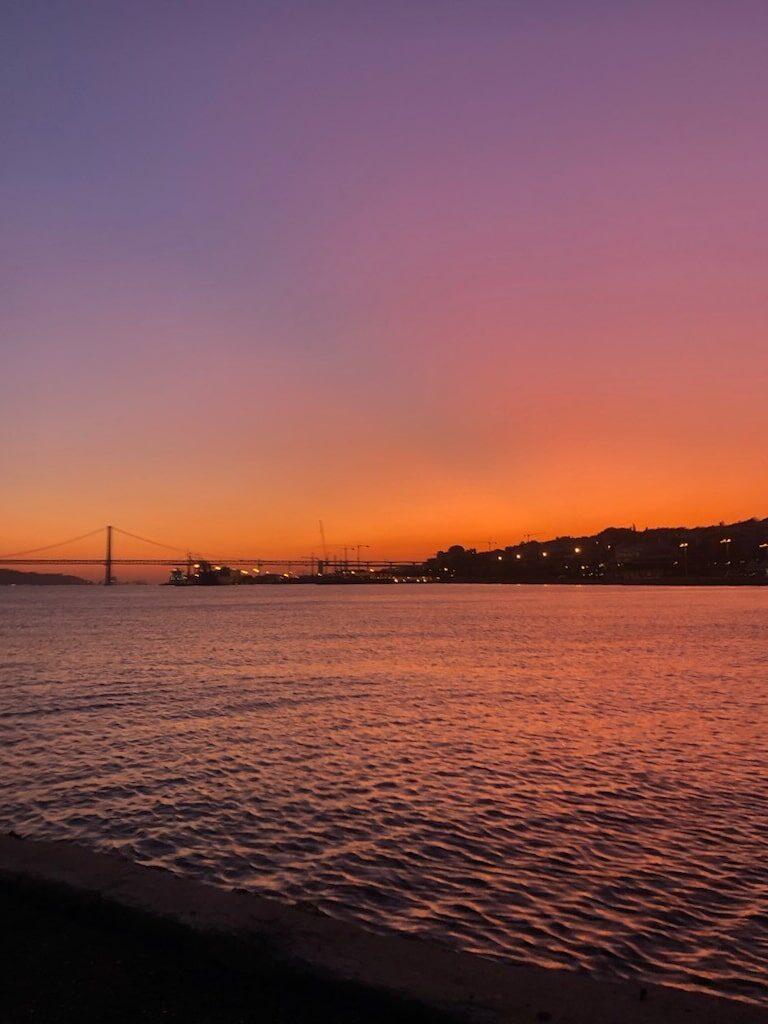 tramonto a lisbona da cais do sodre