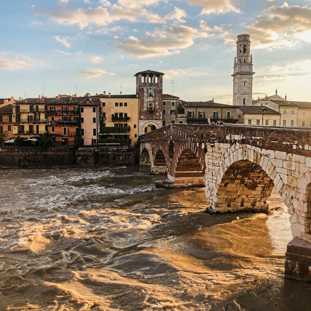 ponte pietra al tramonto verona